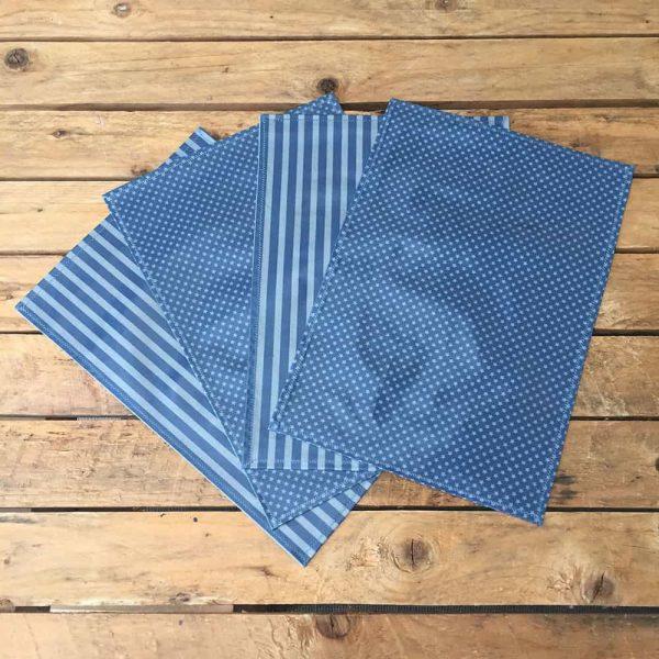 Bouts de chiffons, sets de table bleus